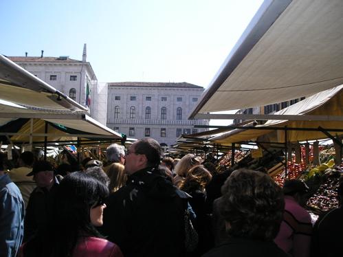 markt-auf-der-piazza-delle-erbe.jpg